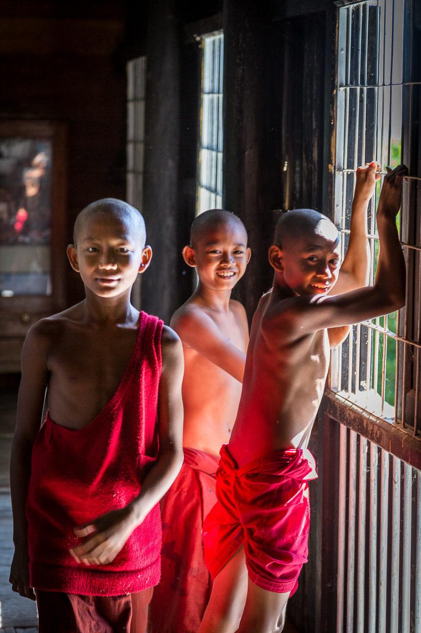 Barma, mniši