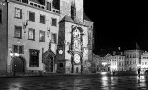 Praha Staroměstské náměstí orloj koronavirus